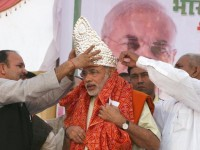 narendra modi with crown